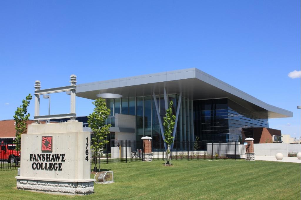 Колледж Фэншоу (Канада)