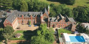 Школа St. John's School
