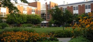 Adelphi University (Университет Адельфи)