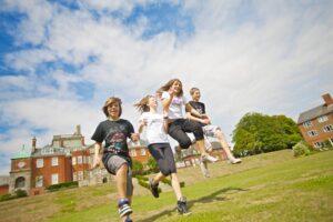 Летние каникулы и летние программы в Англии
