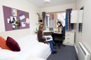 Учеба в английском университете: как решить проблему с жильем?